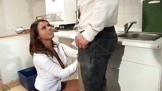 Busty housewife nailed in her kitchen Thumb