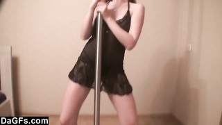 Pole Dancing Girlfriend Makes A Great Show Thumb