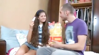 He gets his teen girlfriend naked and fucks her Thumb