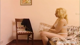Cute blonde gets stuffed - Telsev Thumb