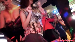 Flashing amateur babes doggystyling in a club Thumb