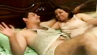 Egyptian MILF & her husband having a good session Thumb