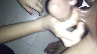 Paksitani Paki girl gives awesome oily handjob Thumb