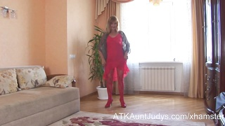 Blonde mature amateur Annabella masturbates with a toy Thumb