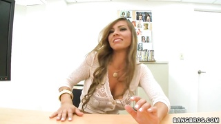 Stunning blonde Esperanza Gomez gives a blowjob in office Thumb