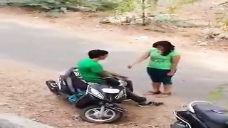 Indian lover hot kiss in road Thumb