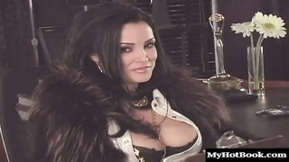 Lisa Ann is hot enough to get you off without ever touching yourself Thumb