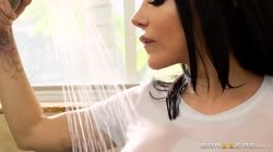 Lela Star gets nice and wet - Brazzers Thumb