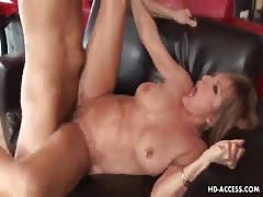 Blonde cougar claws her way to the meaty baton Thumb