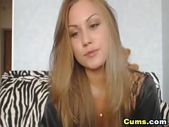 Gorgeous Blonde Webcam Girl Fucks Wet Pussy Thumb