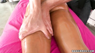 Lisa Ann is getting your hands on exactly the wonderful and deep therapeutic massage Thumb