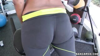 Jessica Dawn and Julissa James train their asses in the gym Thumb