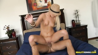 She got her pussy fucked and got the cum fiesta Thumb