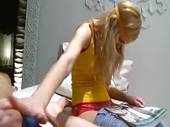 Yong blonde showing pussy Thumb