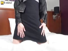 Dirty mature mother needs a good fuck Thumb