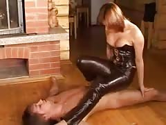 mistress in leather pants Thumb