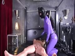 2 latex fetish girls fucking dude with strapon in threesome Thumb
