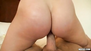 This crazy cock-riding gal is driving me crazy and swallowing jizz Thumb