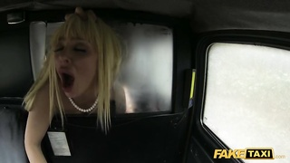 Slender milf on high shoes poking bask in a pornstar at exactly the backseat Thumb