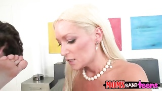 2 sexy blonds screwing with a fairly young acquaintance Thumb