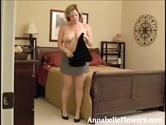 Big-ass amateur milf Annabelle Flowers poses in the nylons Thumb