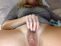 Beautiful big clit and pussy Thumb