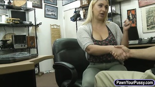 Bubble butt blondie nailed by pawn dude Thumb