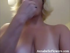 Lusty amateur chick Annabelle Flowers fucks herself in a hot way Thumb