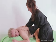 Casual massage turns into a hardcore slamming session Thumb