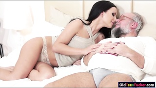 Busty Samantha Rebeka banged by old dude Thumb