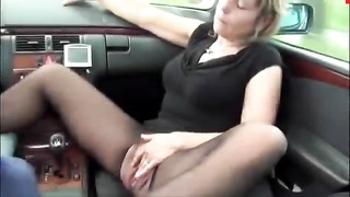 Pissing in exactly the car_480p Thumb