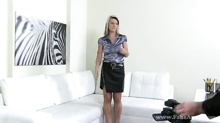 Sweet MILF bitch is performing a great deep face-pounding for Pretend Agent Thumb
