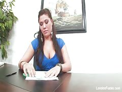 Asian hottie London Keyes gets an office fuck Thumb