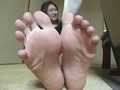 Asian showing her feet Thumb