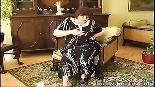 Mature granny homemade masturbating Thumb