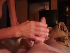 amateur wife plays with my big white cock ! Thumb