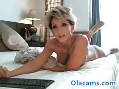 Sexy milf blonde flash pussy on webcam Thumb