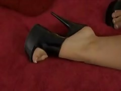 Indian Leah Jaye takes a big black cock in her pussy and her ass Thumb