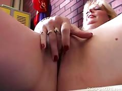 Sexy mature south african amateur shows off her lovely body Thumb