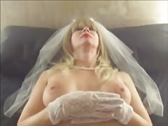 Slender milf is being drilled on the bed in close-up vid Thumb