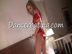 Good-looking masturbation dance with a horny Dancerbating beauty Thumb
