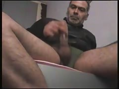 big dick daddy jerking off with condom Thumb