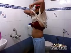 bigtits indian amateur milf shilpa bhabhi in shower naked Thumb