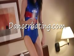 Outstanding dance session with a long-legged Dancerbating girl Thumb