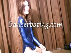 Sensual dance with a dildo starring an elegant Dancerbating temptress Thumb