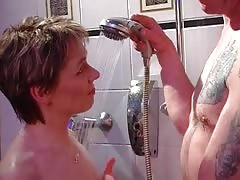 Matures are sucking two cocks simultaneously in the bath tube Thumb