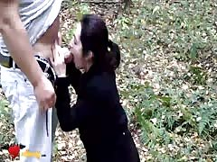 Amateur girlfriend is giving a juicy blowjob right in the woods Thumb