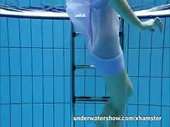Aneta shows her gorgeous body underwater Thumb