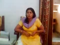 Indian sex video of an Indian aunty showing her big boobs Thumb