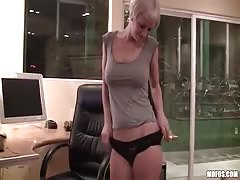 Cute short haired blondy is talked into blowjob for money for amateur porn Thumb
